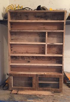 Transcendent Dog House with Recycled Pallets Ideas. Adorable Dog House with Recycled Pallets Ideas. Essential Oil Holder, Essential Oil Storage, Essential Oils, Essential Woodworking Tools, Woodworking Tips, Japanese Woodworking, Woodworking Machinery, Woodworking Magazine, Popular Woodworking