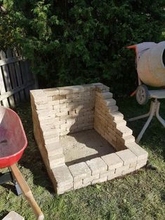 diy firepit DIY Fire Place/Pit: Want a great accent to your backyard, but tight on space? Try this DIY Fire Place/Pit Build that has a high back wall so that you can keep it tight to a sid Landscaping With Rocks, Backyard Landscaping, Backyard Patio, Backyard Ideas, Backyard Seating, Backyard Fireplace, Diy Fireplace, Diy Outdoor Fireplace, Diy Fire Pit