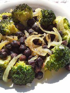 Black chickpeas with sautè white onion and broccoli
