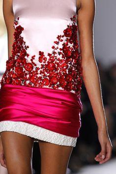 http://www.beadshop.com.br/?utm_source=pinterest&utm_medium=pint&partner=pin13 fashion moda strass crystal Giambattista Valli SS 14