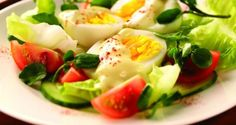 A selection of egg recipes for lunch. Quick and healthy lunch ideas. Boiled Egg Salad, Boiled Eggs, Egg Recipes For Lunch, Low Calorie Salad, Egg Mayonnaise, Cooking Recipes, Healthy Recipes, Healthy Food, Salad Recipes