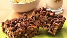 Cereal bars Combine dessert time and snack time with these sweet cereal treats. Cereal Treats, Cereal Bars, Rice Krispie Treats, Puffs Cereal, Rice Krispies, No Bake Desserts, Dessert Recipes, Bar Recipes, Marshmallow Desserts
