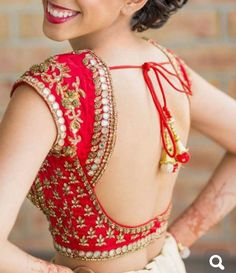 mascara Blouse Clothing Blouse Clothing Lamps Are Decorative And Functional Too Many Lengha Blouse Designs, Blouse Designs High Neck, Choli Blouse Design, Fancy Blouse Designs, Bridal Blouse Designs, Lehnga Blouse, Traditional Blouse Designs, Bluse Outfit, Stylish Blouse Design