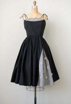 vintage dress | http://www.adoredvintage.com