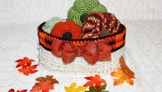 Oval Basket With Plaid Edging - free crochet pattern from Krissys Over The Mountain Crochet Crochet Basket Pattern, Crochet Patterns, Crochet Baskets, Crocheted Bags, Crochet Fall Decor, Free Crochet, Crochet Hats, Biggest Pumpkin, Crochet Pumpkin