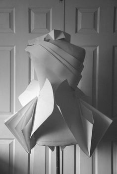 paper garment, paper fashion Paper Fashion, Origami Fashion, Fashion Art, Fashion Design, Paper Clothes, Paper Dresses, 3d Mode, Geometric Fashion, Eco Friendly Paper