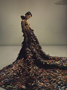 Christopher Bailey and Annie Morris produced a dress that was half Burberry trench, half flowing train of hand-painted clothes pins. Fashion Art, High Fashion, Fashion Design, Latex Fashion, Fashion History, Painted Clothes Pins, Clothes Pegs, Christopher Bailey, Robert Mapplethorpe