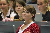 Wirtschaft und Informatik (B.A.) (M.A.)  Hochschule Zittau/Görlitz Im Studiengang »Wirtschaft und Informatik« studierst Du im Bereich Informatik zusammen mit künftigen Software-Entwicklern und im Bereich Wirtschaft gemeinsam mit künftigen Kaufleuten um Dich so auf eine Karriere an der Schnittstelle zwischen diesen beiden Gruppen vorzubereiten. Du studierst also zwei gleichberechtigte Hauptfächer.