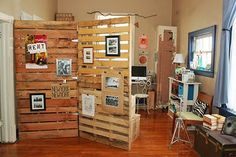 Therefore, pallet room divider is created to solve this problem. A pallet room divider can be used to partition one place to another, and generates privacy Diy Pallet Projects, Furniture Projects, Home Projects, Diy Furniture, Pallet Ideas, Ideas Palets, Pallet Crafts, Apartment Furniture, Furniture Plans