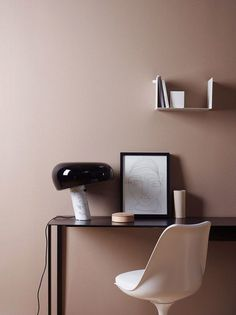Creative Home Decoration on trend: dome lighting.Creative Home Decoration on trend: dome lighting. Modern Bedside Table, Bedside Table Lamps, Modern Table, Jotun Lady, Appartement Design, Black Table Lamps, Black Lamps, Scandinavian Home, Home And Deco