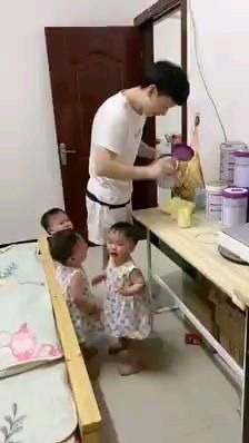 Cute Funny Baby Videos, Funny Baby Gif, Cute Funny Babies, Funny Baby Memes, Funny Videos For Kids, Funny Short Videos, Funny Animal Videos, Funny Cute, Cute Baby Girl Images