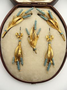 Turquoise Jewelry The whole parure in original box after conservation in Photo taken by Naomi Hemuki, intern. chased gold in form of bunches of bulrushes and leaves; heads pavé-set with turquoises; in leather case. Jewelry Case, Jewelry Sets, Fine Jewelry, Dainty Jewelry, Victorian Jewelry, Antique Jewelry, Vintage Jewelry, Bijoux Art Nouveau, Art Nouveau Jewelry