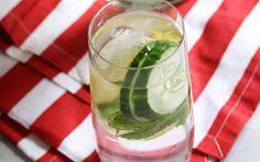 Les bienfaits du jus de concombre sur la santé. Boire du jus de concombre tous les jours améliore la qualité de vie. Les vertus du jus de concombre.