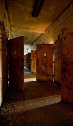 Seclusion Glow; Northam Manor Psychiatric Hospital © opacity.us