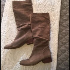 Suede leather slouchy boots Knee length Steve Madden boots, beautiful gray suede. Steve Madden Shoes