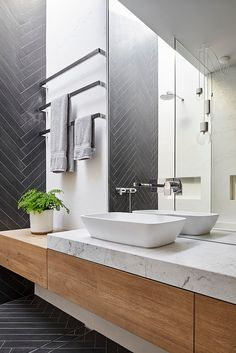 Modern Bathroom Have a nice week everyone! Today we bring you the topic: a modern bathroom. Do you know how to achieve the perfect bathroom decor? Bathroom Toilets, Bathroom Renos, Laundry In Bathroom, Bathroom Layout, Bathroom Interior Design, Small Bathroom, Bathroom Vanities, Remodel Bathroom, Wooden Bathroom Vanity