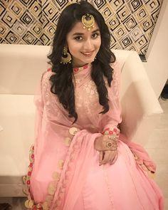always gets me best dressed up ! Lehanga Bridal, Beautiful Dresses, Nice Dresses, Ethnic Trends, Punjabi Models, Punjabi Dress, Indian Actress Hot Pics, Dress Neck Designs, Stylish Girl Images
