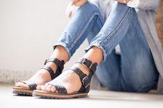 Últimas semanas para disfrutar de las sandalias más cool.  #moda #fashion #trendy #tendencia #outfit #estilo #look #florencia #shop #shopping #barcelona #sandalias #calzado #essential #basics #musthave