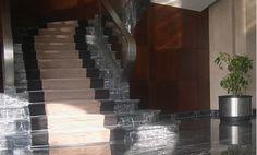 Treppen regen zum Träumen an und laden zum Staunen ein. Sie sind wie der Fels in der Brandung, der uns Sicherheit verspricht. Doch erst das harmonische bauliche sowie gestalterische Gesamtbild lässt Treppen zu einem Highlight der Architektur werden. Deshalb haben wir uns zum Ziel gesetzt, die Treppe nicht allein als baulichen Bestandteil zu sehen, sondern in der Gesamtheit mit allen wichtigen Elementen, die Gebäude oder Außenanlagen bestimmen.