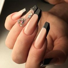 Interesting shaped nails! (@uglyducklingnails)