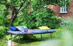 Kudo räsymatto patjanpäälliseksi - Kotiliesi.fi Family Garden, Clever Design, Bohemian Decor, Outdoor Furniture, Outdoor Decor, Slipcovers, Sun Lounger, Living Spaces, Recycling
