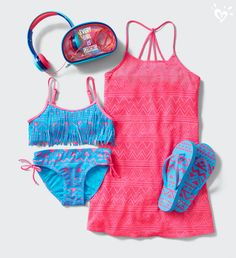 All set for a swim...and a sit-down in the sun. Pool-kit perfection.