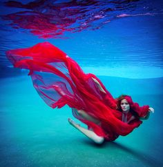 Flowy dress underwater