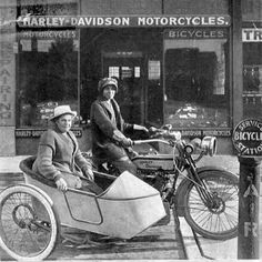 Effie Hotchkiss 20-year-old bank clerk on Wall Street.1915 three-speed Harley V-Twin, embark on a cross-country trek to the San Francisco World's Fair.With her mother Avis.Became part of motorcycle history: The first women to cross the US on a motorcycle.