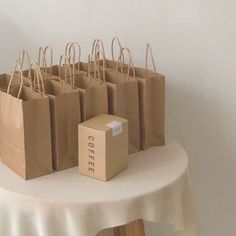 Cream Aesthetic, Aesthetic Coffee, Brown Aesthetic, Aesthetic Colors, Aesthetic Food, Aesthetic Pictures, Aesthetic Bags, Aesthetic Fashion, Café Latte