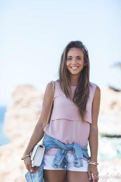Hanna Väyrynen   Blogger style   White shorts, antique rose top, light blue denim jacket   fresh summer style 2016