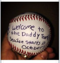 Great pregnancy announcement to the hubby! Great pregnancy announcement to the hubby! The post Great pregnancy announcement to the hubby! appeared first on Baby Showers. Baseball Pregnancy Announcement, Baby Surprise Announcement, Rainbow Baby Announcement, Pregnancy Announcement To Husband, Surprise Pregnancy, Baby Pregnancy, Tell Husband Pregnant, Husband Pregnancy Reveal, Creative Baby Announcements