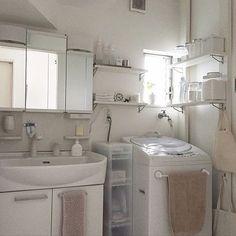 女性で、の無印良品/ディアウォール/収納/見せる収納/塩系インテリアの会/シンプル…などについてのインテリア実例を紹介。(この写真は 2016-06-13 14:17:09 に共有されました) California Homes, Home Decor Kitchen, Bathroom Organization, House Rooms, My Dream Home, Laundry Room, Decoration, Small Spaces, Home Appliances