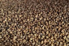 OUTSTANDING BENEFITS OF BUCKWHEAT. Peradventure you are oblivious of what you can gain from buckwheat, here are the outstanding benefits of buckwheat you need to be aware of. Healthy Diet Recipes, Dog Food Recipes, Healthy Nutrition, Healthy Food, Superfoods, Pains Sans Gluten, Troubles Digestifs, Heart Attack Symptoms, Lemon Benefits
