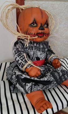 Creepy Halloween Props, Creepy Costumes, Diy Halloween Decorations, Halloween Pumpkins, Halloween Class Party, Halloween Doll, Halloween Projects, Horror Crafts, Creepy Baby Dolls
