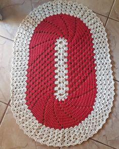 No photo description available. Crochet Rug Patterns, Crochet Chart, Crochet Designs, Crochet Doilies, Knitting Patterns, Knit Crochet, Yarn Crafts, Diy And Crafts, Crochet Table Runner