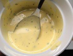 Hjemmelavet sauce bearnaise, der aldrig skiller. Du skal bare passe på, at din bearnaisesauce ikke bliver for varm. Sauce bearnaise er en klassiker, som de fleste nok kender fra Knorr's pulve…