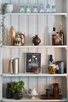 Kjøkkendrøm fra Sigdal Kjøkken | Studio Lindhjem Decor, Cabinet, Furniture, Shelves, Decorative Jars, Home Decor