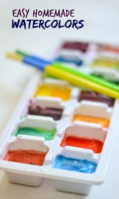 Easy Homemade Watercolors: make your own watercolor cakes using only two ingredients that you likely have on hand. Not only are these watercolors incredibly easy to make, but they also FIZZ. Crafts To Do, Crafts For Kids, Arts And Crafts, Projects For Kids, Diy For Kids, Cool Kids, Homemade Watercolors, Homemade Paint, Homemade Food