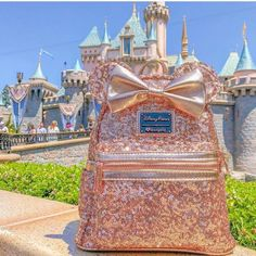 Alia Gurtov Minnie Mouse Rose Gold Back Pack available… ✨✨✨✨✨✨ NEW! Alia Gurtov Minnie Mouse Rose Gold Back Pack available at Disney Parks Disneyland Resort Cute Mini Backpacks, Gold Backpacks, Cute Disney, Disney Style, Disney Vacations, Disney Trips, Disney Souvenirs, Spirit Jersey, Disney Mode