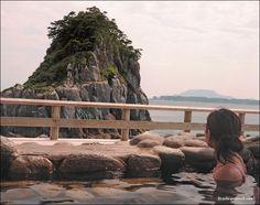 Yunohama Onsen 湯の浜露天温泉 (niijima, Japan)