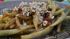 Vaxbönor med brynt smör och rostade hasselnötter.