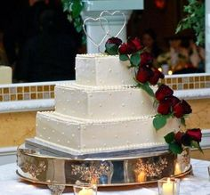 I think I found my dream cake :) It's not too simple but not too crazy, I love the design, the roses, and my personal favorite, the interlocking hearts!!