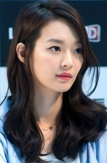 Shin min ah's pink lips and natural wavy midlength hair Hair Barrettes, Hair Clips, Korean Beauty, Asian Beauty, Medium Hair Styles, Long Hair Styles, Asian Hair, Korean Hair, Pink Lips