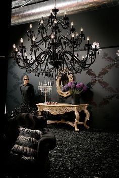 Black chandelier – love the drama. Exactly what I want for the formal dining room! Black chandelier – love the drama. Exactly what I want for the formal dining room! Gothic Interior, Gothic Home Decor, Diy Home Decor, Room Decor, Interior Design, Victorian Decor, Decoration Baroque, Led Light Installation, Deco Baroque