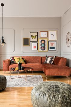 Red Couch Living Room, Big Living Rooms, Colourful Living Room, Mid Century Modern Living Room, Living Room Paint, Living Room Modern, Minimal Living Rooms, Living Room Decor Yellow, Blue And Copper Living Room
