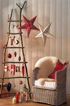 Unusual Christmas Tree Decoration By Unique Rustic Wood Ladder Christmas Tree With Gift Hanging Image! Homemade Christmas Tree, Christmas Crafts For Adults, How To Make Christmas Tree, Homemade Christmas Decorations, Alternative Christmas Tree, Decoration Christmas, Christmas Tree Toppers, Holiday Crafts, Star Decorations