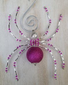 Silver and Fuchsia Christmas Spider Ornament by adele Beaded Crafts, Beaded Ornaments, Wire Crafts, Jewelry Crafts, Ornament Crafts, Beads And Wire, Clay Beads, Silver Beads, Wire Jewelry