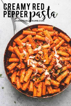 This easy, Creamy Red Pepper Pasta with ground sausage recipe is a flavorful weeknight meal that will leave the whole family craving more! Pepper Pasta Recipe, Red Pepper Pasta, Pasta Dinner Recipes, Salad Recipes, Healthy Recipes, Delicious Recipes, Cooking Recipes, Yummy Food, Pasta Side Dishes
