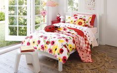 Beautiful for a little girl. My stepdaughter is 11 now and too old for it. almost makes me want to have a baby . Quilt Cover Sets, Having A Baby, Comforters, Little Girls, Quilts, Blanket, Interior Design, Bedroom, Junior