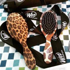 A escova mais vendida nos Estados Unidos agora está no Brasil. Lançamento Wet Brush-pro, uma escova de cabelo incrível que desembaraça com facilidade cabelos secos, úmidos e molhados. Desembaraça sem enroscar, sem puxões, sem dor, espera SoftTips, tecnologia IntelliFlex, cerdas flexíveis e resistentes, leve e ergonômico. #Cabelos #Hair #WetBrushPro #Escova #CabelosLindos #EscovaCabelo #Brush